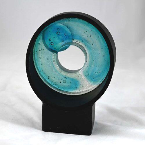 Skulptur i glas og stål